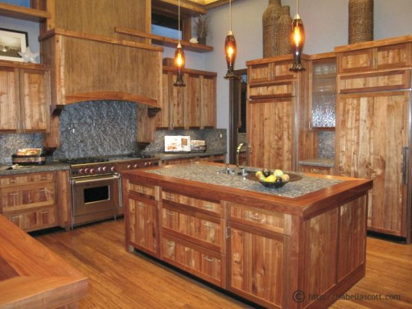 Acqua Liana Oceanfront Mansion Kitchen made of Hawaiian Koa-Wood and other sustainable woods