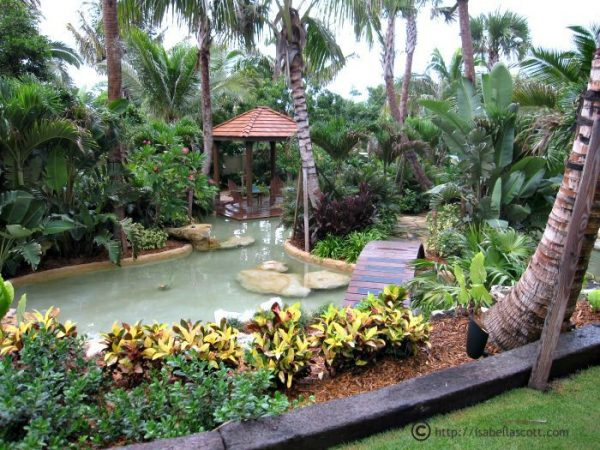 Acqua Liana Pool and Garden - LEED Certified Mansion in Manalapan