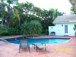 Tanglewood Rental Pool Area and Yard