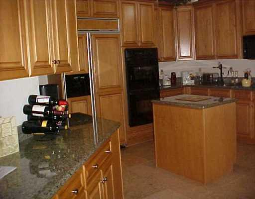 7098 Via Firenze, Boca Raton FL 33433, Mediterrania Properties for Sale, Gourmet Kitchen, 512 x 400
